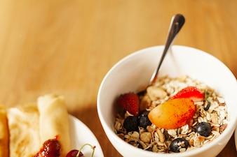 Tazón con cereales saludables