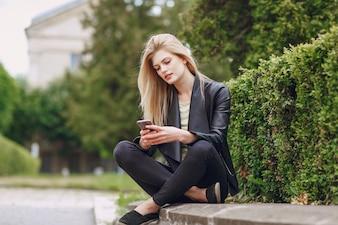 Tecnología ocio señora sentada belleza