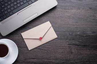 Tecnología, vacío, café, sobre, mensaje
