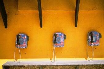 Teléfonos en la pared
