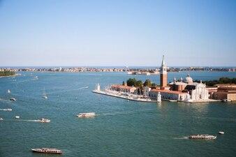 La torre por mar