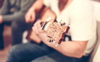 Tocar la guitarra clásica