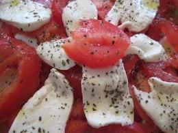tomates y ensalada de mozzarella