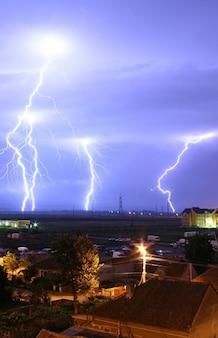 Tormenta de luz tormenta trueno efecto parpadea