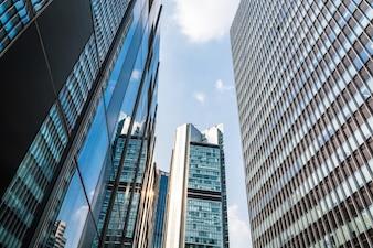 Torre moderna ciudad de negocios de la pared