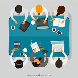 Trabajo en equipo en la reunión de negocios