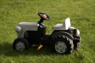 Tractor de juguete, la unidad