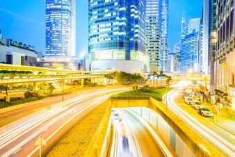 Tráfico de la calle de la ciudad por carretera Hong Kong