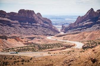Un camino a través del desierto