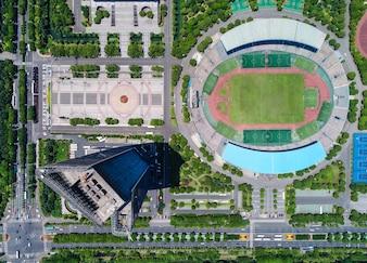 Una vista aérea de un museo y un estadio de fútbol