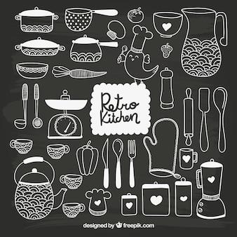 Utensilios de cocina dibujados a mano en estilo pizarra