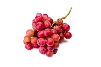Uva roja aislada en blanco