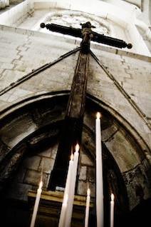 velas de la iglesia el fuego