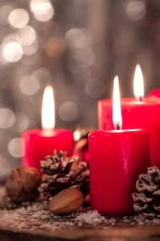 Velas navideñas con efecto bokeh