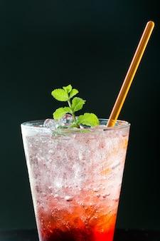 Vidrio agua baya verano ingrediente