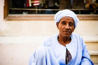 viejo hombre árabe