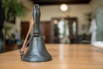 Viejo, mano, campana, servicio, campana, hotel, recepción, escritorio