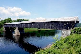 Viejo puente de chapa