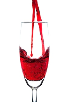 Vino tinto doble de la colada en el vidrio del champán