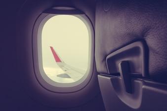 Vista a través de la ventana del plano (Filtered image processed vintage ef
