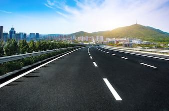 Vista de carretera solitaria