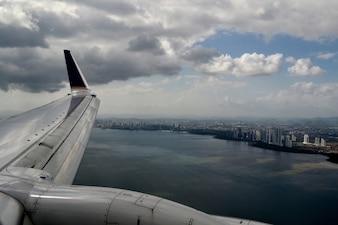 Vista de ciudad desde un avión