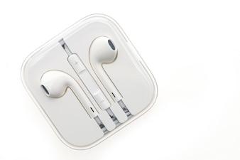 Vista superior de auriculares nuevos