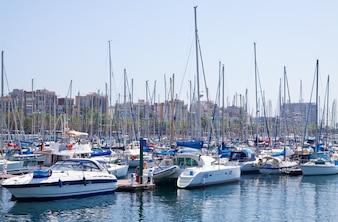 Yates en el puerto Vell.