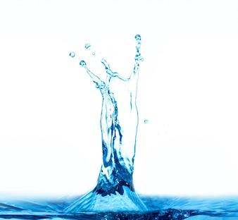 Acqua splash isolato su sfondo bianco