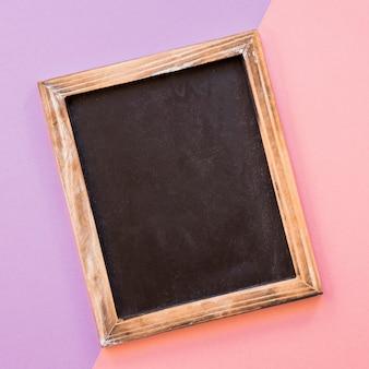 Ardesia su sfondo viola e rosa