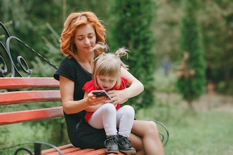 Bambini donna la natura genitore persone