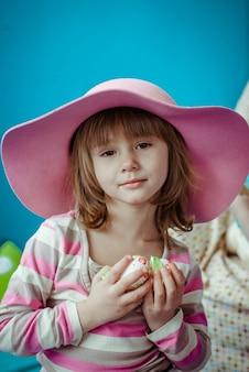 Bel ritratto di una bella e bella bambina
