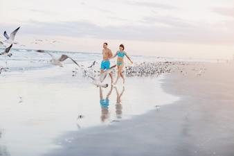 Bella coppia sulla spiaggia