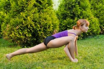 Bella donna praticare fitness o yoga