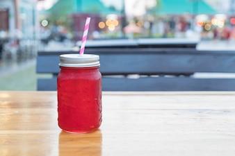 Bicchiere di succo di rosella fredda