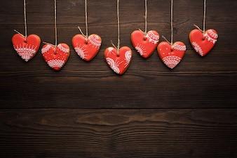 Biscotti a forma di cuore appeso da funi