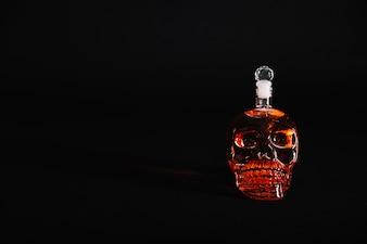 Bottiglia del cranio con la bevanda