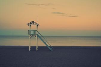capanna del bagnino sulla spiaggia