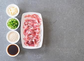 Carne di maiale fresca affettata