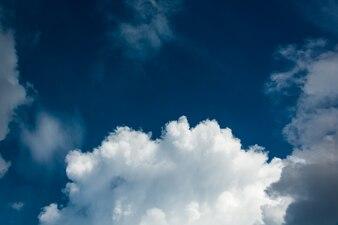 Cielo-nuvole sfondo.