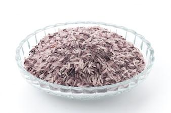 Close-up della ciotola di vetro con riso bacca