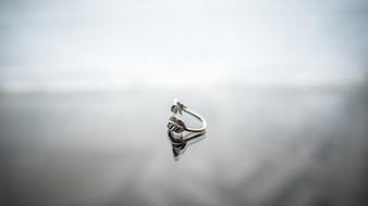 Closeup accessorio ciondolo bellezza bianco vetro