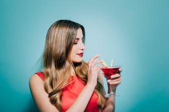 Cocktail, bere, giovane, donna