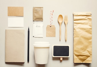 Coffee identity branding mockup impostato con retro effetto filtro