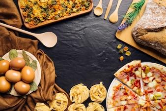 Composizione alimentare italiana con spazio circolare al centro