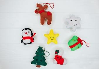 Concetto di Natale. sentiva giocattoli su sfondo in legno