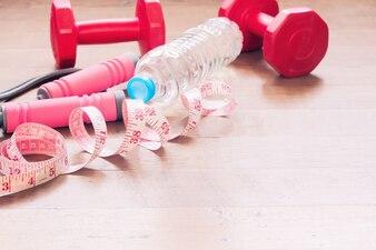 Copiare lo spazio femminile divertimento ginnastica acqua bianca