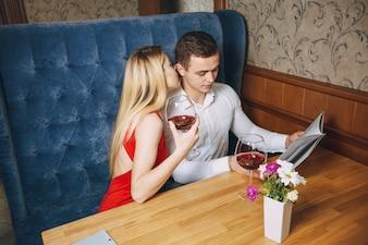 Coppia in ristorante