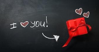 Creativo Amore o Concetto di San Valentino con confezione regalo e cuore