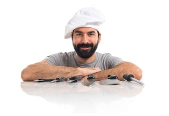 Cuoco con i suoi coltelli